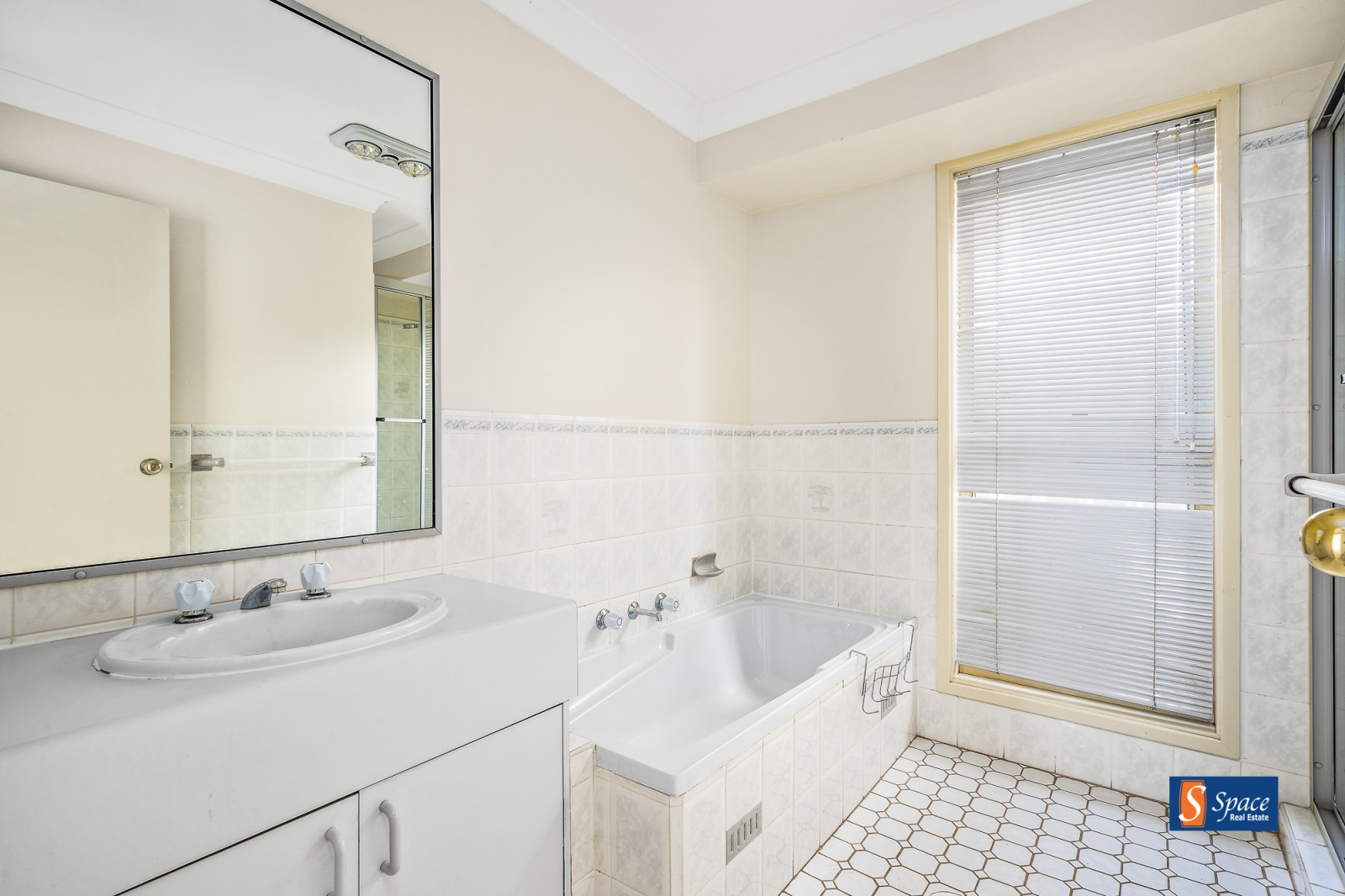 36 Throsby Drive,Narellan Vale,NSW,3 Bedrooms Bedrooms,1 BathroomBathrooms,House,Throsby Drive,1106