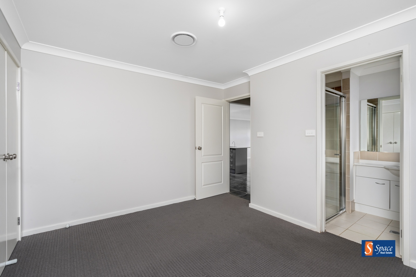 6a Oaklands Circuit,Gregory Hills,NSW,4 Bedrooms Bedrooms,2 BathroomsBathrooms,House,Oaklands Circuit,1183