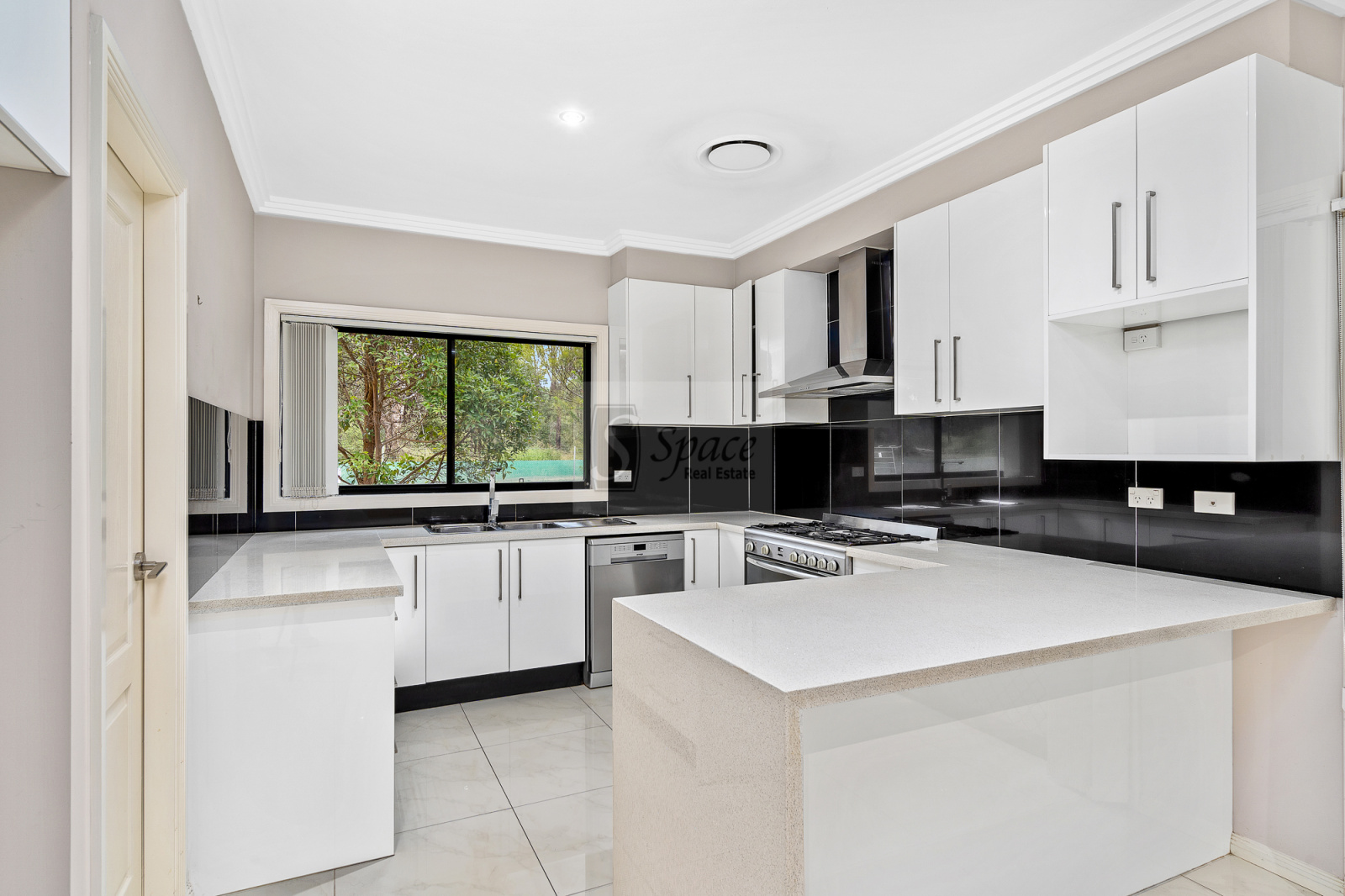 19 Commelina Drive,Mount Annan,NSW,4 Bedrooms Bedrooms,3 BathroomsBathrooms,House,Commelina Drive,1257