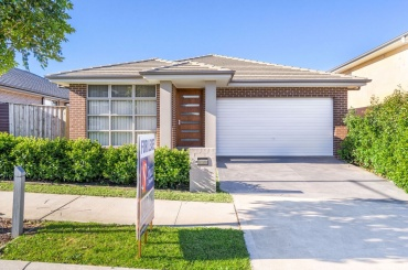 12 Carden Street,Oran Park,NSW,4 Bedrooms Bedrooms,2 BathroomsBathrooms,House,Carden Street,1305