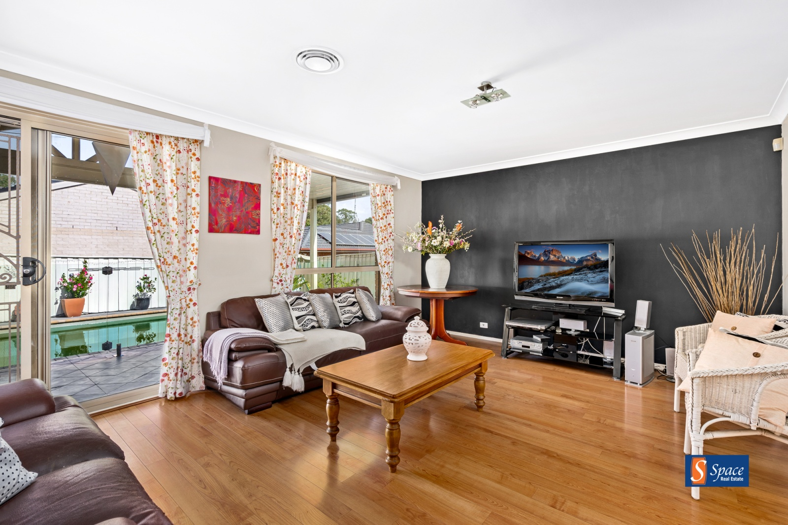 10 Quarters Place,Currans Hill,NSW,4 Bedrooms Bedrooms,2 BathroomsBathrooms,House,Quarters Place,1366