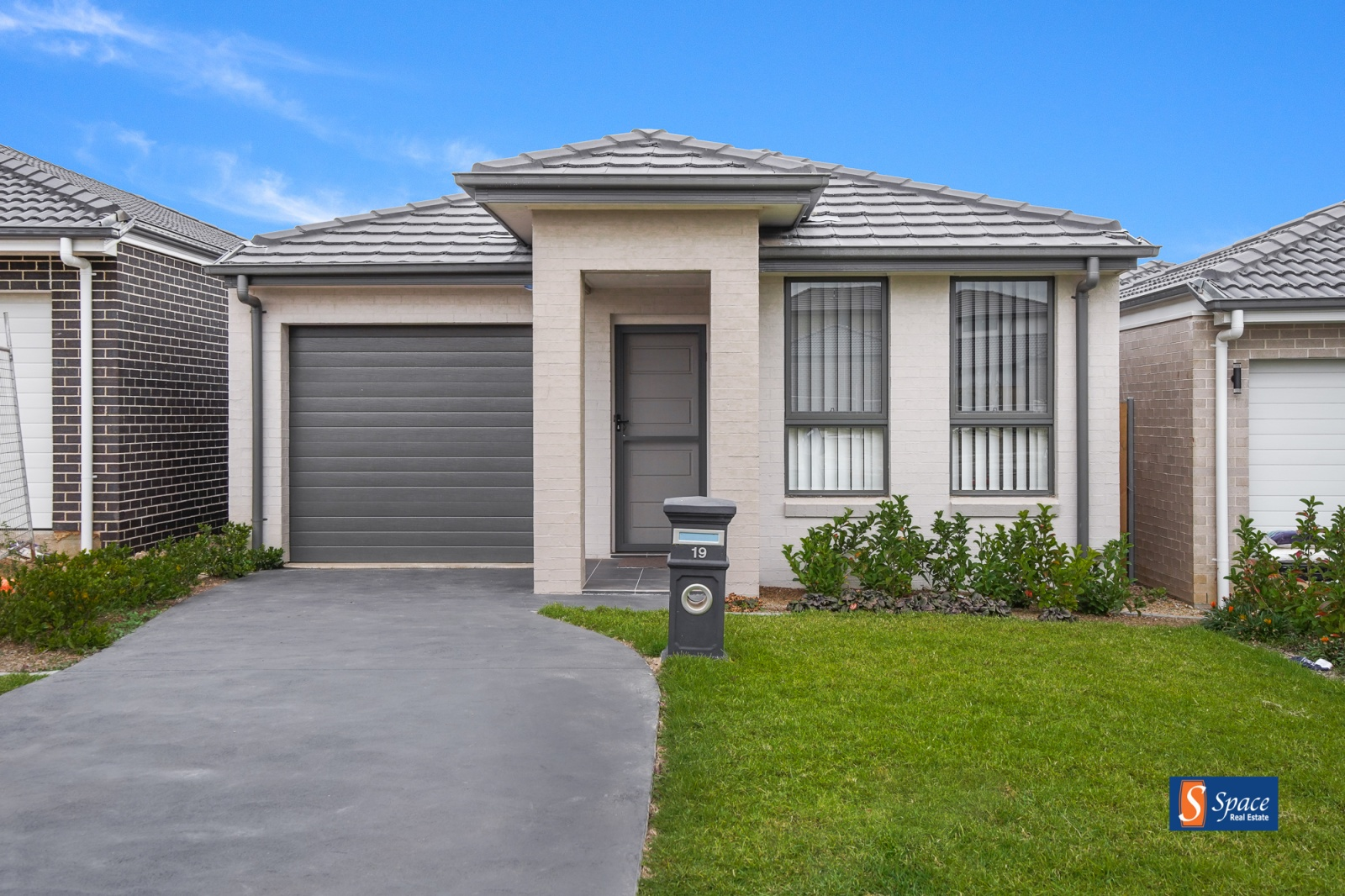 19 Booth Street,Gregory Hills,NSW,3 Bedrooms Bedrooms,2 BathroomsBathrooms,House,Booth Street,1402