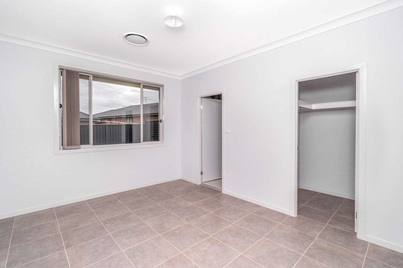 17a Irvine Street,Elderslie,NSW,4 Bedrooms Bedrooms,2 BathroomsBathrooms,House,Irvine Street,1457