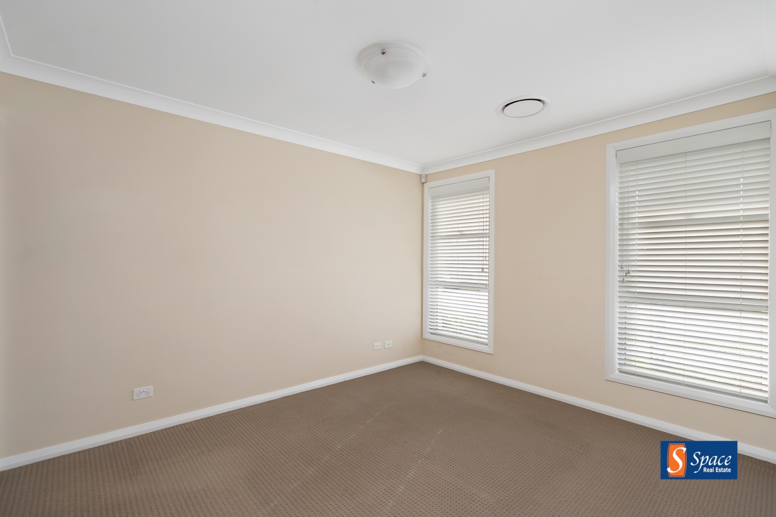 42 Plymouth Boulevard, Spring Farm, NSW, 4 Bedrooms Bedrooms, ,2 BathroomsBathrooms,House,Leased,Plymouth Boulevard,1570