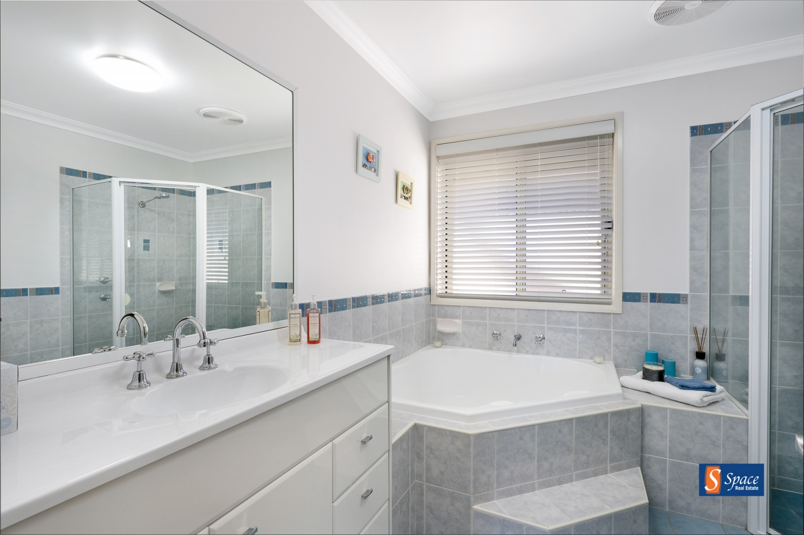 16 Chatham Link, Harrington Park, NSW, 5 Bedrooms Bedrooms, ,2 BathroomsBathrooms,House,Sold,Chatham Link,1688
