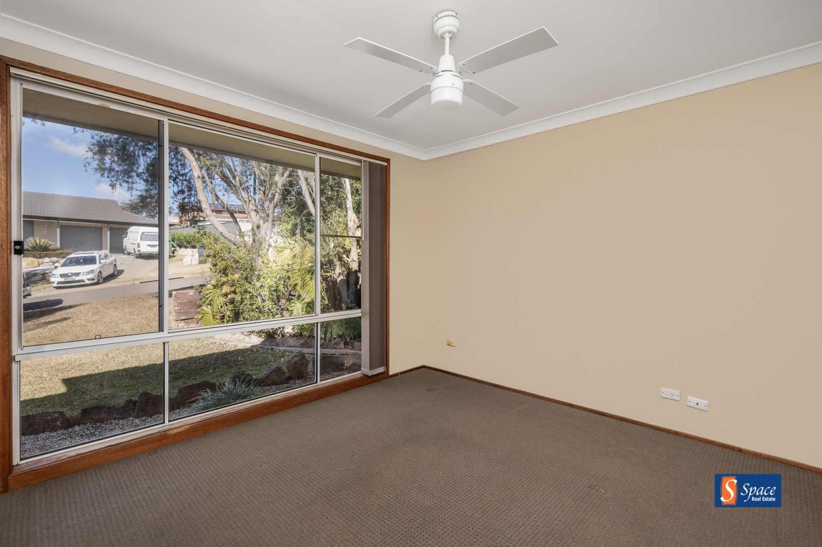 4 Torrens Place,Kearns,NSW,4 Bedrooms Bedrooms,2 BathroomsBathrooms,House,Torrens Place,1076